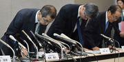 Takatas VD Shigehisa Takada (till vänster) i samband med en presskonferens i veckan. KAZUHIRO NOGI / AFP