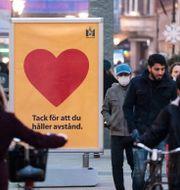 En skylt som uppmana till avstånd i Malmö. Johan Nilsson/TT / TT NYHETSBYRÅN