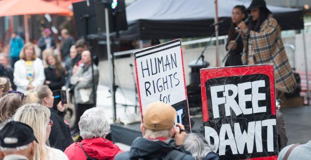 Fängslade svensk-eritreanske journalisten Dawit Isaak hedras under en manifestation 2015. Arkivbild. Fredrik Sandberg/TT / TT NYHETSBYRÅN