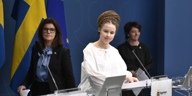 Arbetsmarknadsminister Eva Nordmark, kultur- och demokratiminister Amanda Lind och Matilda Ernkrans, minister för högre utbildning och forskning.  Ali Lorestani/TT / TT NYHETSBYRÅN
