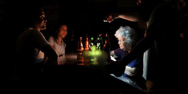 Bar i Caracas igår.  Manaure Quintero / TT NYHETSBYRÅN