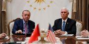 Erdogan till vänster i samband med mötet med Mike Pence i torsdags. Jacquelyn Martin / TT NYHETSBYRÅN