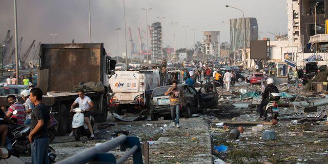 Evakuering av skadade efter explosionerna i Beirut.  Hassan Ammar / TT NYHETSBYRÅN