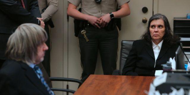 David och Louise Turpin i en domstol i Kalifornien.  TERRY PIERSON / POOL