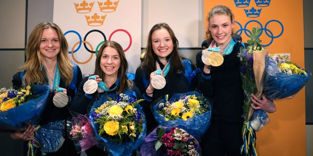 De svenska stafettdamerna tas emot på Arlanda. Från vänster: Mona Brorsson, Anna Magnusson, Linn Persson och Hanna Öberg. Sören Andersson/TT / TT NYHETSBYRÅN