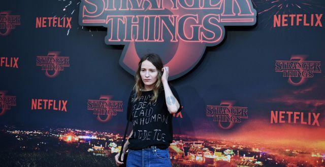 Skådespelaren Christa Theret vid premiären av tredje säsongen.  MARTIN BUREAU / AFP