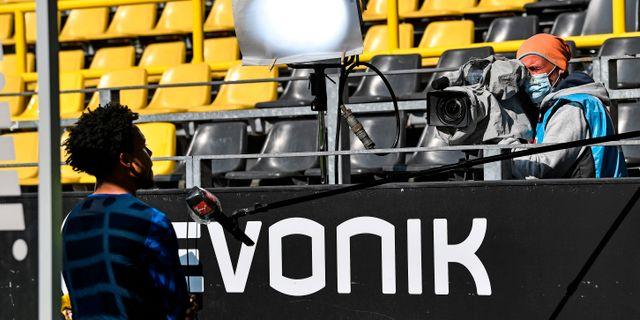 Schalkes Weston McKennie intervjuas. MARTIN MEISSNER / TT NYHETSBYRÅN