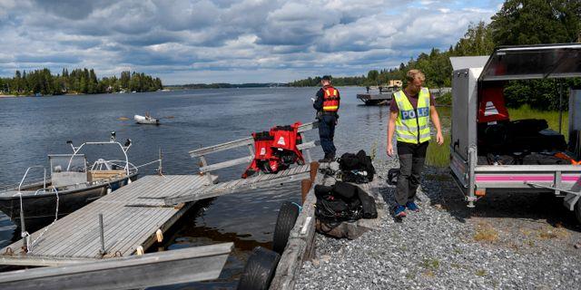 Bärgning av vrakdelar från flygplanet i den flygolycka där nio personer omkom i söndags. Patrick Trägårdh/TT / TT NYHETSBYRÅN