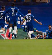 Chelsea firar 2–0-målet. Alastair Grant / TT NYHETSBYRÅN