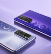 Honortelefoner av förra årets modell Honor