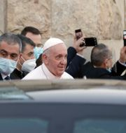 Påven lämnade Sayidat al-Nejat-katedralen i Bagdad, Irak, på fredagen. På lördagen mötte han Iraks storayatolla Ali as-Sistani i vad som beskrivs som ett historiskt möte.  Andrew Medichini / TT NYHETSBYRÅN