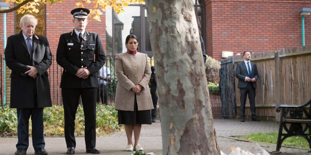 Premiärminister Boris Johnson besökte en minnesstund för de 39 offren.  STEFAN ROUSSEAU / POOL