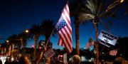 """""""Ställ Trump inför riksrätt"""" står det på en skylt. Människor demonstrerar till stöd för Robert Mueller i Las Vegas i november 2018.  John Locher / TT NYHETSBYRÅN/ NTB Scanpix"""