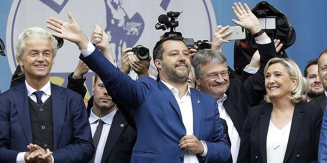 Matteo Salvini, inrikesminister och partiledare för högerextrema Lega, tillsammans med Marine Le Pen, partiledare för nationell samling.  TT