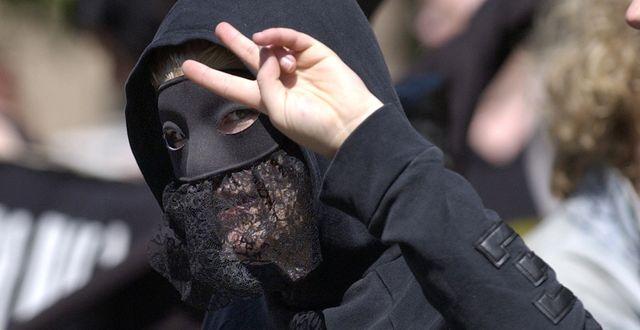 En aktivist från Antifascistisk aktion (AFA) 2004. Illustrationsbild. Maja Suslin / TT / TT NYHETSBYRÅN