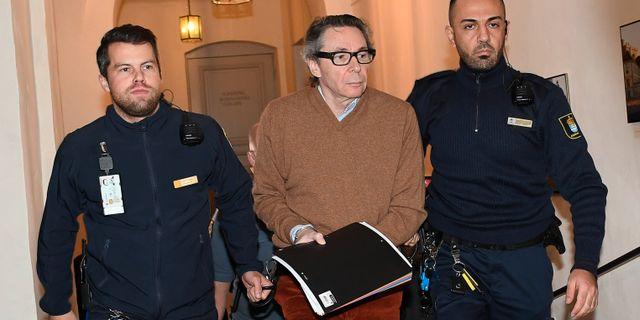 Jean-Claude Arnault anländer till rättegången i hovrätten.  Jonas Ekströmer/TT / TT NYHETSBYRÅN