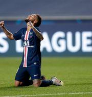 PSG's Neymar firar efter segern.  Manu Fernandez / TT NYHETSBYRÅN