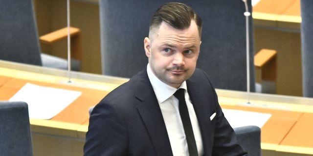 Adam Marttinen (SD) under dagens riksdagsdebatt. Claudio Bresciani/TT / TT NYHETSBYRÅN