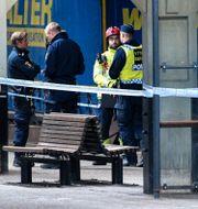 Polis och räddningstjänst på plats efter att en kvinna blivit påkörd av ett tåg på Lunds station. Johan Nilsson/TT / TT NYHETSBYRÅN