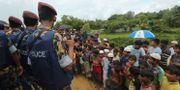 Kinesisk polis anländer till ett flyktingläger i Bangladesh, dit många rohingyer har tagit sin tillflykt, i slutet av augusti. Mahmud Hossain Opu / TT NYHETSBYRÅN