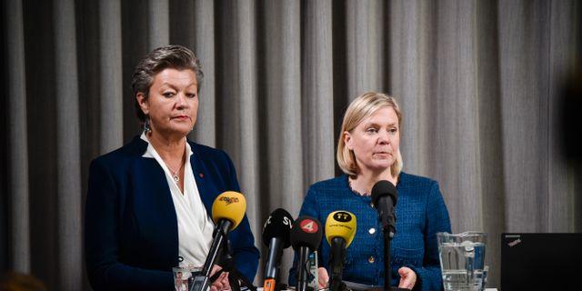 Arbetsmarknadsminister Ylva Johansson (S) och finansminister Magdalena Andersson (S). Tommy Tengborg/TT / TT NYHETSBYRÅN