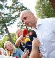 Statsminister Fredrik Reinfeldt besökte brandområdet i Ramnäs, Surahammars kommun/Arkivbild FREDRIK PERSSON / TT / TT NYHETSBYRÅN