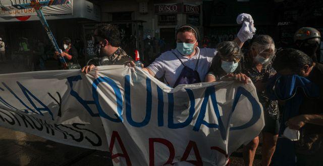 Demonstranter i Chiles huvudstad Santiago kräver jämlikhet Esteban Felix / TT NYHETSBYRÅN