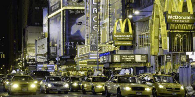 Time Square sedd av någon som har deuteranopi. Lenstore