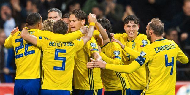 Svenska laget firar 1–0. JOEL MARKLUND / BILDBYRÅN