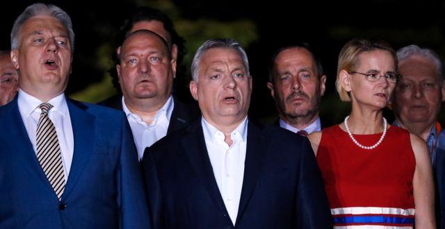 Orbán jublar. BERNADETT SZABO / TT NYHETSBYRÅN