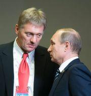 Peskov och Putin. Alexander Zemlianichenko / TT / NTB Scanpix