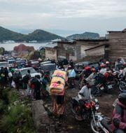 Människor flyr Goma tidigare i veckan. Moses Sawasawa / TT NYHETSBYRÅN