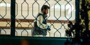 Turkisk tekniker söker igenom konsulatet på måndagskvällen. BULENT KILIC / AFP