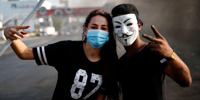 Demonstranter i Beirut. Hussein Malla / TT NYHETSBYRÅN