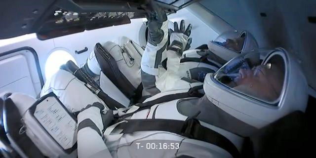 Astronauterna Bob Behnken och Doug Hurley på plats inför uppskjutningen tidigare i veckan – som ställdes in. TT NYHETSBYRÅN