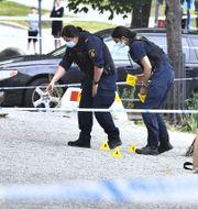 Illustrationsbild. Poliser arbetar på en brottsplats.  Claudio Bresciani /TT / TT NYHETSBYRÅN