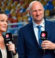 Suzanne Sjögren och experten Ola Lindgren under Nents sändning i Cairo stadium under handbolls-VM i Egypten. JONAS EKSTROMER / TT NYHETSBYRÅN