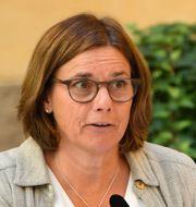 Isabella Lövin (MP) vid dagens pressfika. ALI LORESTANI/TT / TT NYHETSBYRÅN