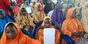 Några av alla flickor som blivit kidnappade av terrorgruppen Boko Haram. Hamza Suleiman / TT / NTB Scanpix