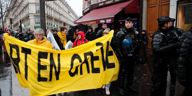 Strejkande i Paris tidigare i veckan.  Francois Mori / TT NYHETSBYRÅN