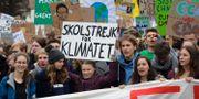 Demonstration för klimatet. Greta Thunberg i mitten. Markus Schreiber / TT NYHETSBYRÅN/ NTB Scanpix