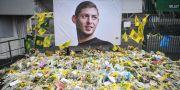Blommor vid FC Nantes arena ett par veckor efter kraschen den 21 januari 2019. LOIC VENANCE / AFP