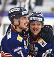 Växjös Hardy Häman Aktell jublar med Joel Persson efter sitt avgörande mål 3-2 Mikael Fritzon/TT / TT NYHETSBYRÅN