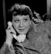 Sif Ruud talar i telefon i Den farliga gåvan på Riksteatern 1950. Illustrationsbild. TT / TT NYHETSBYRÅN