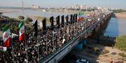 Människor deltar i en minnesceremoni för den dödade generalen Qassem Soleimani.  WANA NEWS AGENCY / TT NYHETSBYRÅN