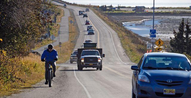 Bilar i Homer, Alaska, efter tsunamivarningen.  Michael A. Armstrong / TT NYHETSBYRÅN