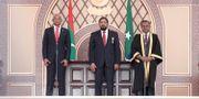 Ibrahim Mohamed Solih, till vänster.  Mohamed Sharuhaan / TT NYHETSBYRÅN