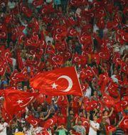 Turkiska fans STRINGER / BILDBYRÅN
