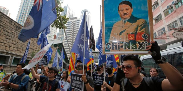 Protester mot president Xi Jinping i Hongkong i oktober i år. Kin Cheung / TT NYHETSBYRÅN/ NTB Scanpix