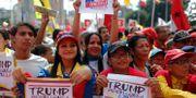 Regeringsanhängare protesterade mot USA:s sanktioner mot Venezuela i Caracas på onsdagen.  Leonardo Fernandez / TT NYHETSBYRÅN